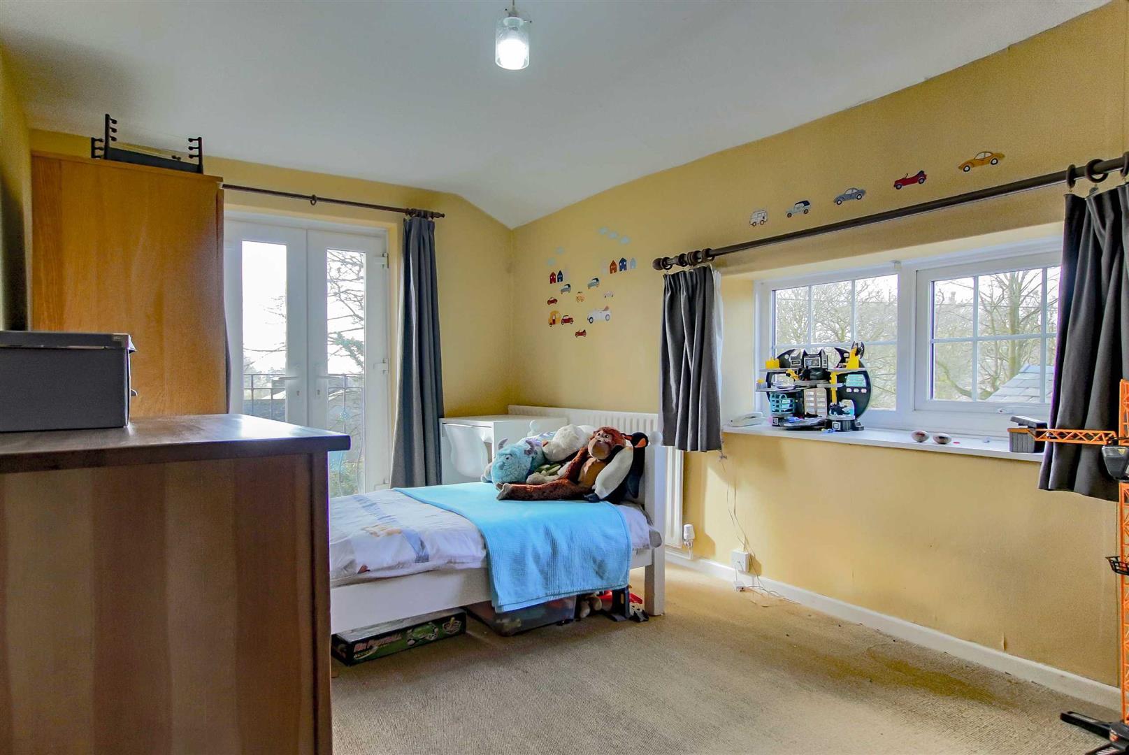4 Bedroom Detached House For Sale - p033686_07.jpg